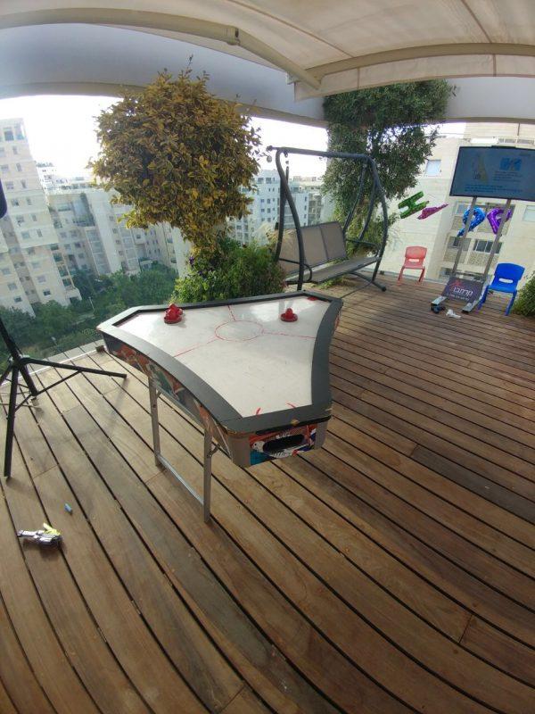 הוקי משולש 600x800 - שולחן הוקי אוויר משולש