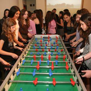 שולחן כדורגל ענק 300x300 - שולחן כדורגל ענק XXL