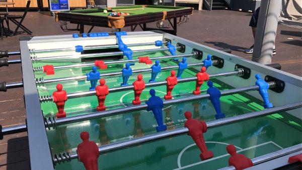 שולחן כדורגל 600x338 - שולחן כדורגל
