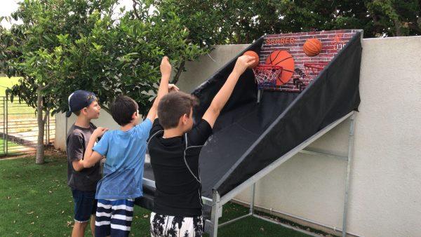 2018 05 03 09.59.59 600x338 - מתקן כדורסל זוגי SCORER