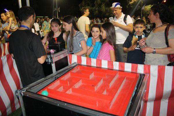IMG 7012 600x400 - שולחן משחק המבוך