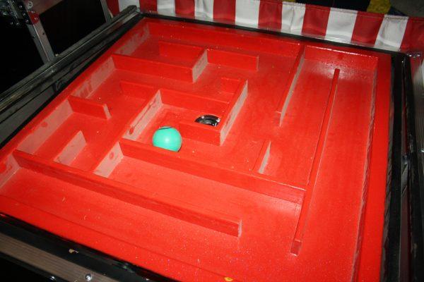 IMG 7013 600x400 - שולחן משחק המבוך