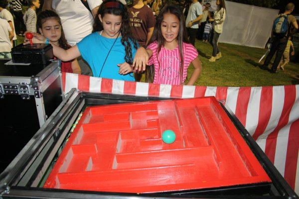 IMG 7024 600x400 - שולחן משחק המבוך