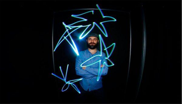 Lightomatic 7 600x343 - תא צילום NEON