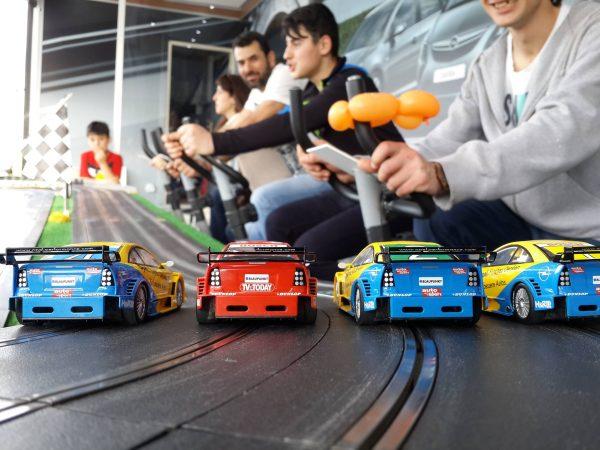 cars 600x450 - מירוץ מכוניות מטורף  SPINING CARS