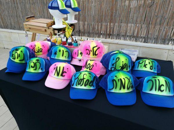 אייר בראש כובעים 2 1 600x450 - גרפיטי על כובעים