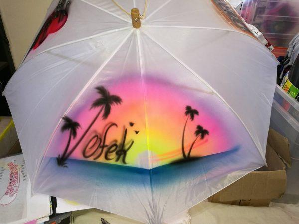 אייר בראש מטריות 2 600x450 - גרפיטי על מטריות