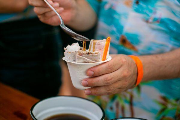 גלידה 3 מגולגלת 600x400 - גלידה מגולגלת