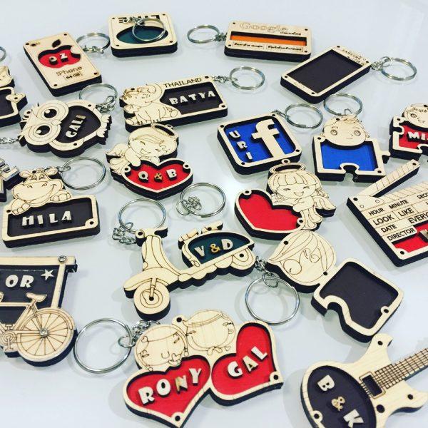 מחזיקי מפתחות מעץ 600x600 - מחזיקי מפתחות מעץ