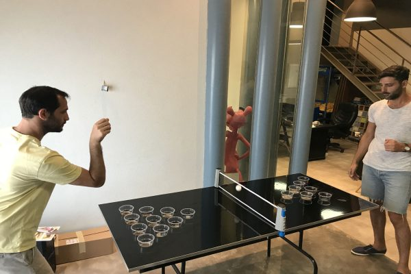 BEER PONG 600x400 - שולחן משחק Beer Pong